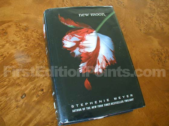 Picture of the 2006 first edition dust jacket for New Moon.