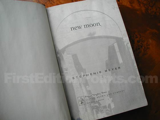 Picture of the first edition title page for New Moon.
